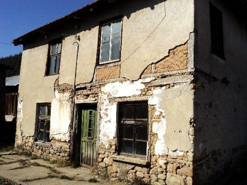 immobilien haus in smilyan smolyan bulgarien das zweist ckige haus mit einer fl che 120 qm. Black Bedroom Furniture Sets. Home Design Ideas