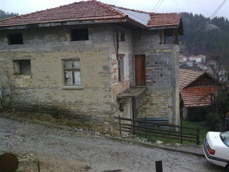 immobilien haus in momchilovtsi smolyan bulgarien 160 qm stein und backstein haus in der. Black Bedroom Furniture Sets. Home Design Ideas