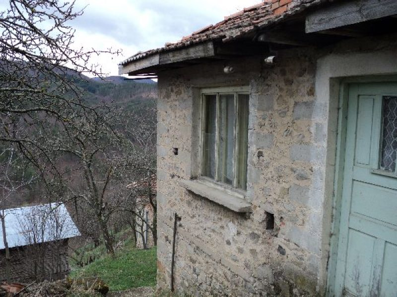 immobilien haus in arda smolyan bulgarien das zweist ckige haus 120 qm ein parkplatz und. Black Bedroom Furniture Sets. Home Design Ideas