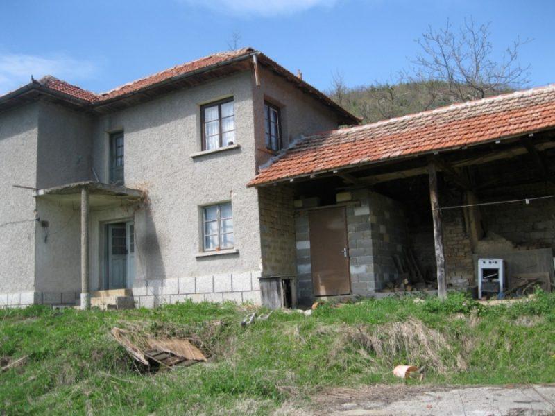immobilien haus in farevtsi gabrovo bulgarien 120 qm haus 1700 qm land die berge in der. Black Bedroom Furniture Sets. Home Design Ideas