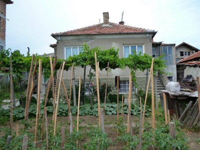 Immobilier aytos burgas bulgarie maison 120m2 600m2 for Jardin 600m2