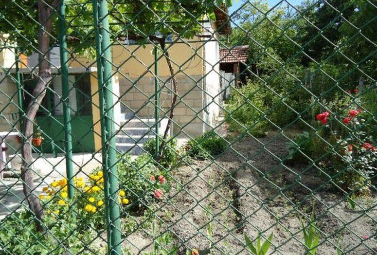Immobilier dalgopol varna bulgarie maison 100m2 for Prix amenagement jardin 100m2