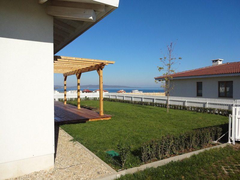 Immobilier lozenets burgas bulgarie propri t de luxe for Jardin 35m2