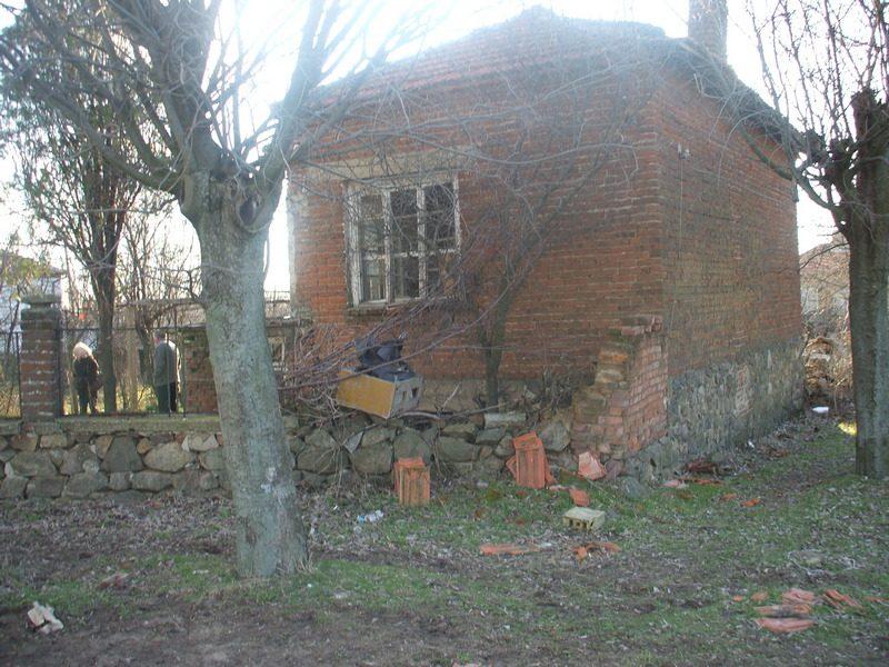 immobilier devetak burgas bulgarie maison 60m2 jardin 800m2 deux tages trois chambres. Black Bedroom Furniture Sets. Home Design Ideas