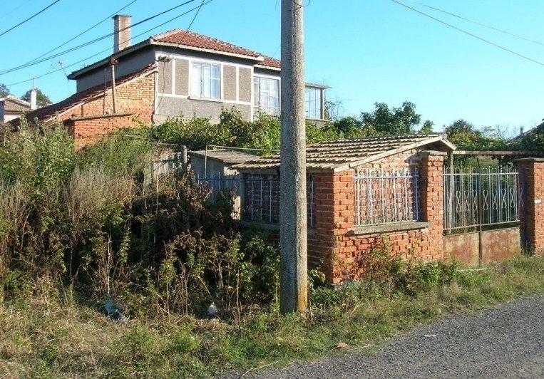 Immobilier debelt burgas bulgarie maison 120m2 1000m2 for Jardin 120m2