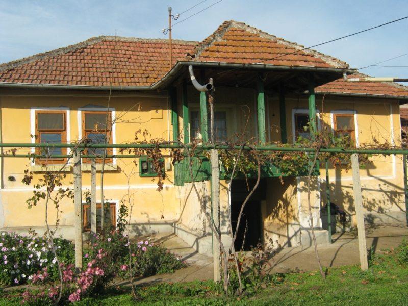 immobilien haus in obnova pleven bulgarien versandfertig in bewegung massivhaus 80 qm. Black Bedroom Furniture Sets. Home Design Ideas
