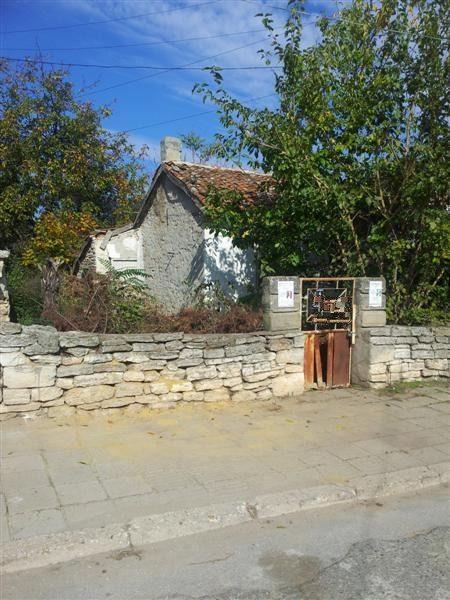 immobilier kavarna dobrich bulgarie vieille maison r nover terrain 410 m 2 km la. Black Bedroom Furniture Sets. Home Design Ideas