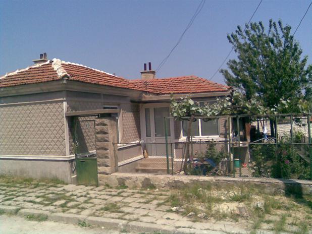 immobilien haus in kichevo varna bulgarien 70 qm bungalow 10 km zu den str nden 15 km. Black Bedroom Furniture Sets. Home Design Ideas