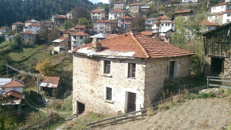 immobilien haus in vievo smolyan bulgarien 200 qm steinhaus im rhodopen. Black Bedroom Furniture Sets. Home Design Ideas