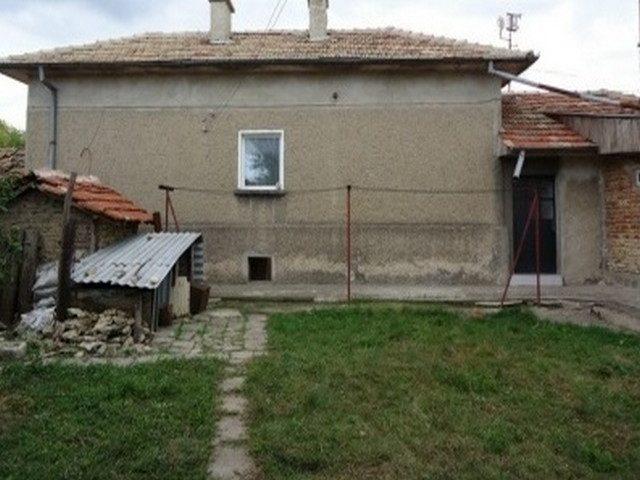 Immobilier hitrino shumen bulgarie maison 144m2 600m2 for Jardin 600m2