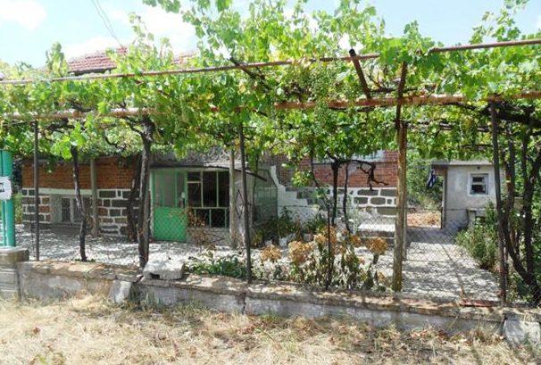 Immobilier palauzovo yambol bulgarie maison 100m2 for Prix amenagement jardin 100m2
