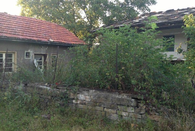 Immobilier berievo gabrovo bulgarie maison 100m2 for Jardin 800m2