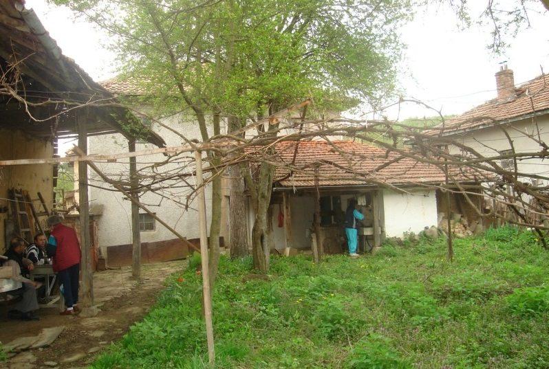 Immobilier muzga gabrovo bulgarie maison 130m2 1880m2 for Jardin 130m2