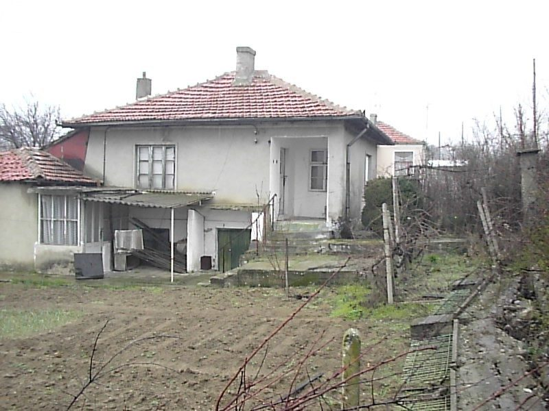 immobilien haus in goritsa varna bulgarien haus 70 qm 2 schlafzimmer keller 800 m. Black Bedroom Furniture Sets. Home Design Ideas