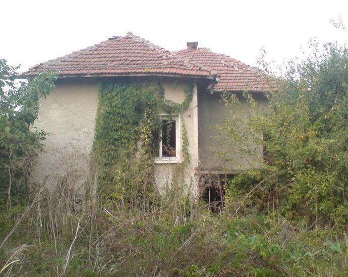 immobilien haus in rogozen vratsa bulgarien 80 qm altes haus in einem gro en dorf 3000 qm land. Black Bedroom Furniture Sets. Home Design Ideas