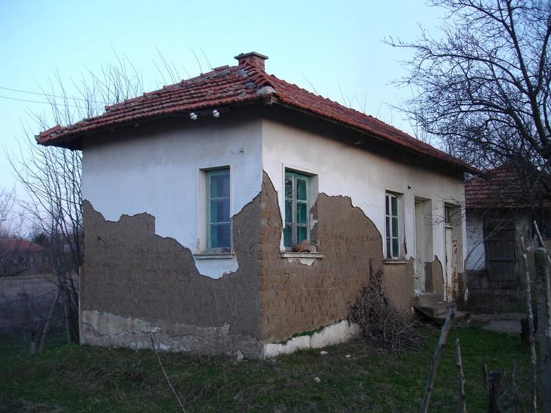 immobilien haus in kovachitsa montana bulgarien g nstige unterkunft gro er garten in der. Black Bedroom Furniture Sets. Home Design Ideas