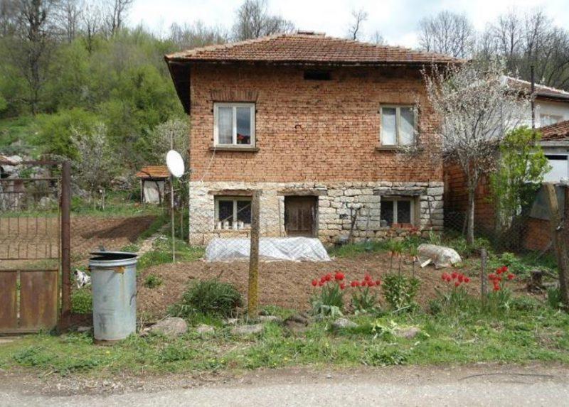 Immobilier prevala montana bulgarie maison de 90m2 2 for Jardin 700m2