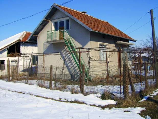 immobilien haus in medkovets montana bulgarien 2 h user 2000 qm garten 3 schlafzimmer. Black Bedroom Furniture Sets. Home Design Ideas