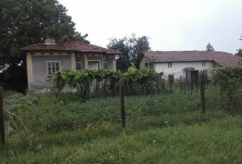 Immobilier lyubenovo pleven bulgarie maison de 90m2 3 for Jardin 90m2