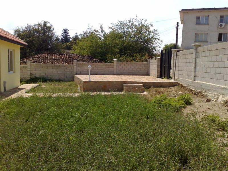 Property house in pravets sofia province bulgaria brick house golf area big potential - Square meter vegetable garden ...