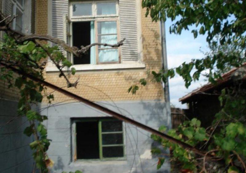 Immobilier cherkovo burgas bulgarie 80 maison m tre for Chambre de 7 metre carre