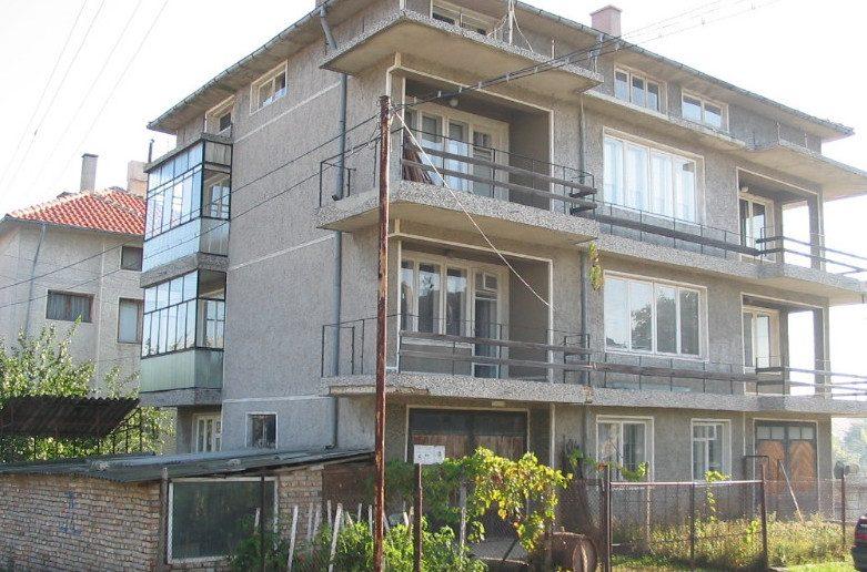 immobilier valchi dol varna bulgarie 300 m meubl maison mitoyenne en ville chauffage. Black Bedroom Furniture Sets. Home Design Ideas
