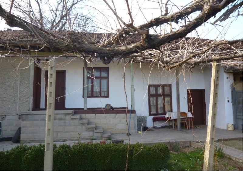 immobilien haus in smyadovo shumen bulgarien 80 qm bungalow 1376 qm garten stadt smyadovo. Black Bedroom Furniture Sets. Home Design Ideas