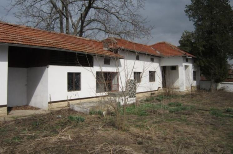 immobilien haus in strahilovo veliko tarnovo bulgarien 90 qm bungalow 2330 qm garten. Black Bedroom Furniture Sets. Home Design Ideas