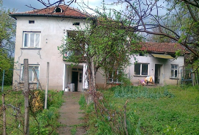 immobilien haus in pisarovo pleven bulgarien 150 qm haus 2200 qm garten am see 30 km von. Black Bedroom Furniture Sets. Home Design Ideas