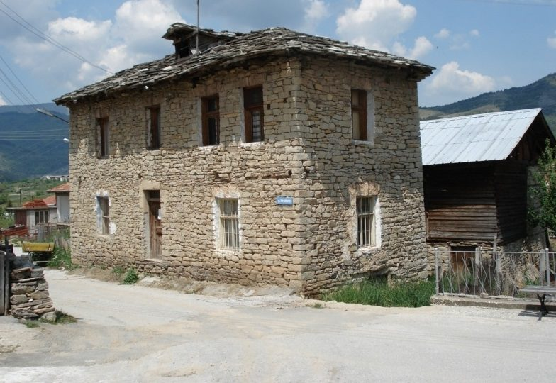 immobilien haus in pavelsko smolyan bulgarien 90 qm steinhaus 250 qm garten im rhodopen. Black Bedroom Furniture Sets. Home Design Ideas