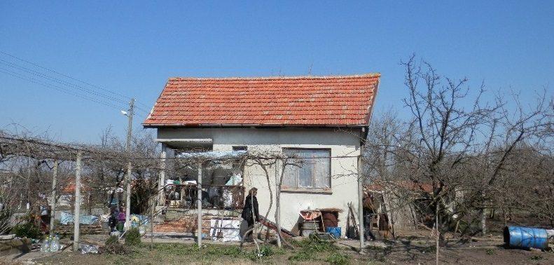 immobilien haus in simeonovo yambol bulgarien 70 qm haus 2600 qm garten am see 70 km von. Black Bedroom Furniture Sets. Home Design Ideas