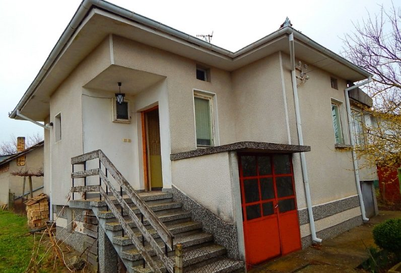 immobilien haus in medovina targovishte bulgarien 90 qm haus 1140 qm garten am see. Black Bedroom Furniture Sets. Home Design Ideas