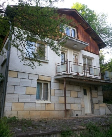 immobilien haus in mraketintsi pernik bulgarien 140 qm haus 1000 qm garten den bergen 60. Black Bedroom Furniture Sets. Home Design Ideas