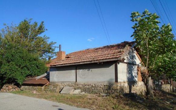 immobilien haus in mokren sliven bulgarien 50 qm haus 1700 qm garten bergen 90 km von burgas. Black Bedroom Furniture Sets. Home Design Ideas
