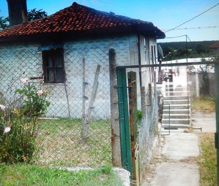 immobilien haus in bliznatsi varna bulgarien 80 qm bungalow 980 m garten 4 km zum meer. Black Bedroom Furniture Sets. Home Design Ideas
