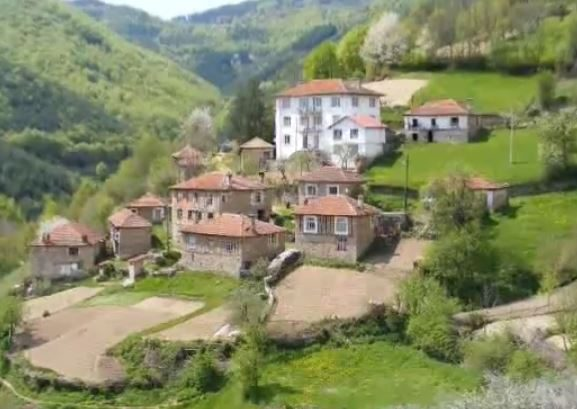 immobilien haus in petkovo smolyan bulgarien 40 qm altes haus 160 qm garten in rhodopen. Black Bedroom Furniture Sets. Home Design Ideas