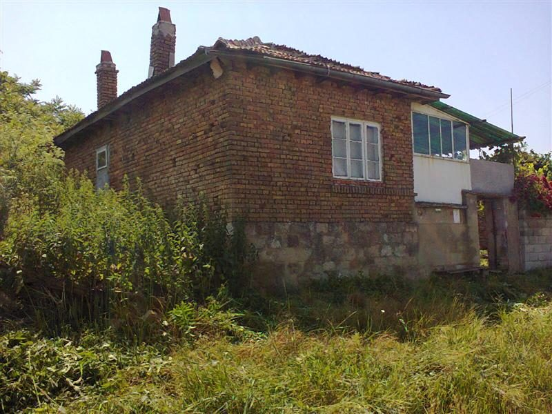 immobilien haus in yunak varna bulgarien 100 qm. Black Bedroom Furniture Sets. Home Design Ideas