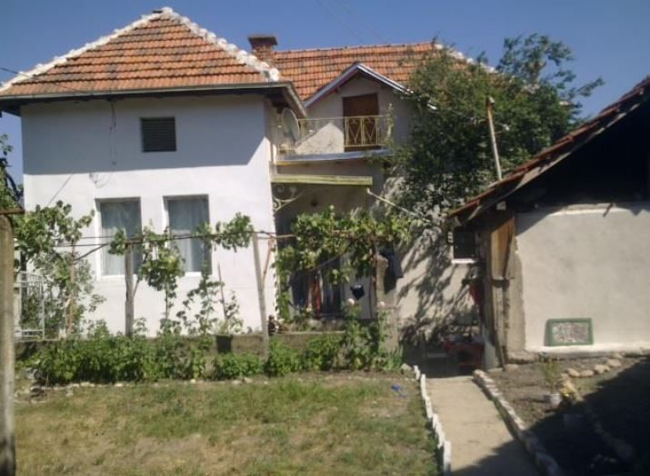 immobilien haus in dragovishtitsa kyustendil bulgarien 70 qm haus 500 qm garten den. Black Bedroom Furniture Sets. Home Design Ideas