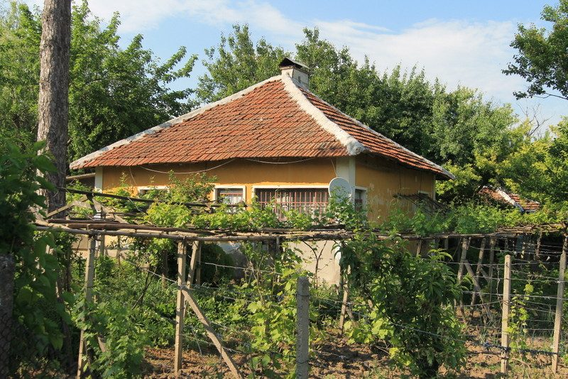 property house in bazovets montana bulgaria cheap
