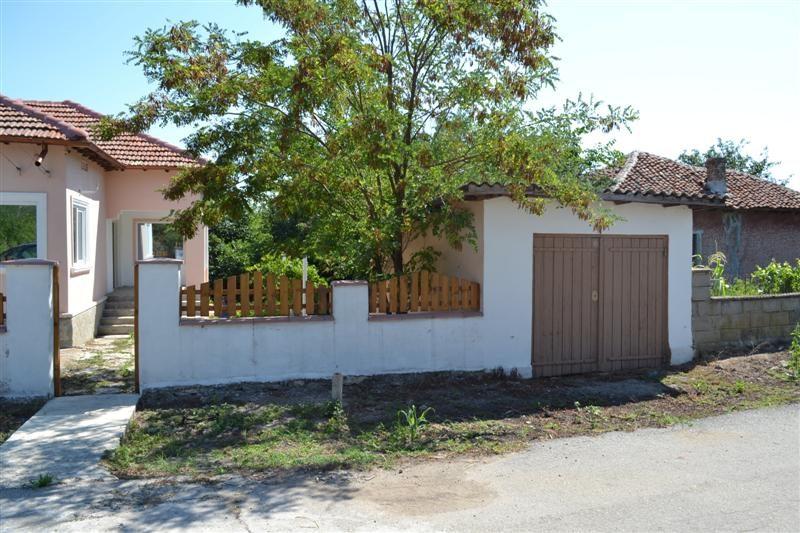 immobilien haus in rakovski dobrich bulgarien 90 qm bungalow 2500 qm garten 10 km zum meer. Black Bedroom Furniture Sets. Home Design Ideas