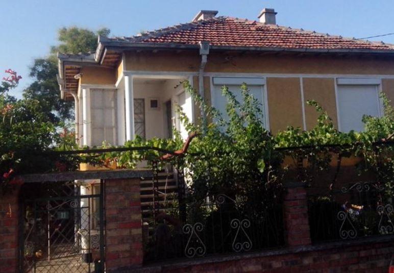 immobilien haus in debelt burgas bulgarien 120 qm haus 700 qm garten 20 km von burgas. Black Bedroom Furniture Sets. Home Design Ideas