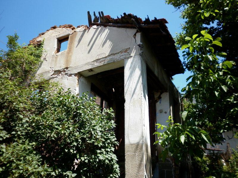 immobilien haus in zlokuchene sofia province bulgarien altes haus zu verkaufen 606 m. Black Bedroom Furniture Sets. Home Design Ideas