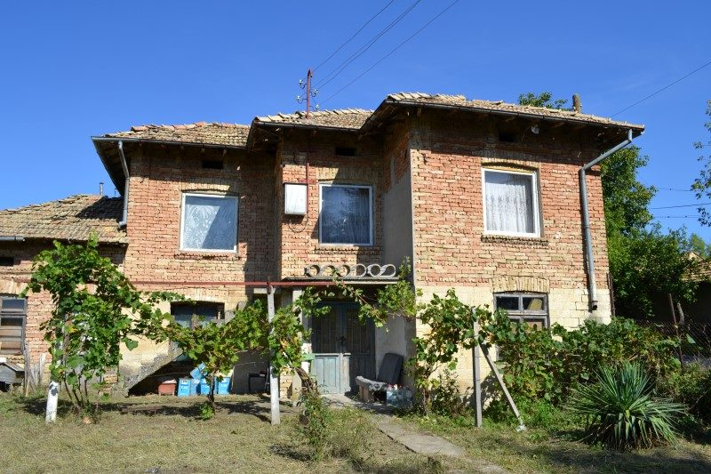 immobilien haus in sadina targovishte bulgarien haus 90 qm 6 zimmer 2 b der 1200 qm. Black Bedroom Furniture Sets. Home Design Ideas