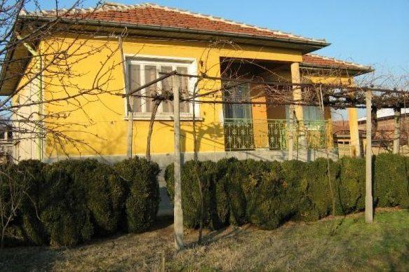 immobilien haus in gradina plovdiv bulgarien 90 qm haus 3 schlafzimmer 900 qm garten 50. Black Bedroom Furniture Sets. Home Design Ideas