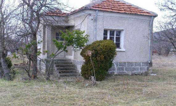 immobilien haus in trapoklovo sliven bulgarien 70 qm haus 2 schlafzimmer 5000 qm garten. Black Bedroom Furniture Sets. Home Design Ideas