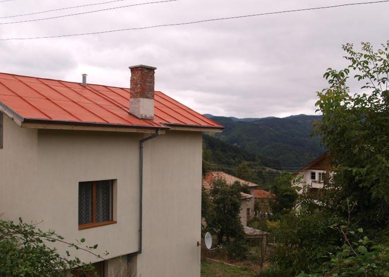 immobilien haus in pisanitsa smolyan bulgarien drei einst ckiges haus 150 qm ein. Black Bedroom Furniture Sets. Home Design Ideas