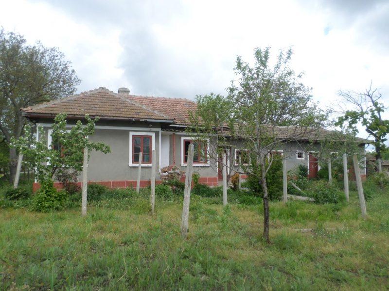 immobilien haus in spasovo dobrich bulgarien 80 qm haus 1150 qm garten 19 km zum meer. Black Bedroom Furniture Sets. Home Design Ideas