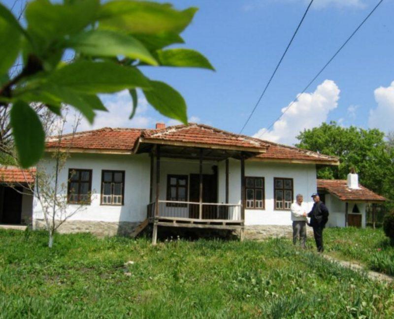 immobilien haus in dabravino varna bulgarien 90 qm bungalow 1980 qm garten 43 km nach varna. Black Bedroom Furniture Sets. Home Design Ideas