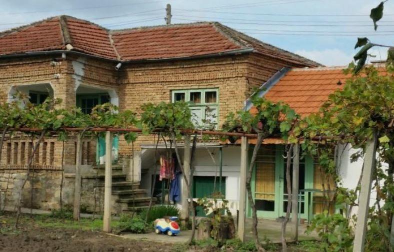 immobilien haus in padina varna bulgarien 60 qm haus 2 schlafzimmer 3000 m garten 35 km. Black Bedroom Furniture Sets. Home Design Ideas