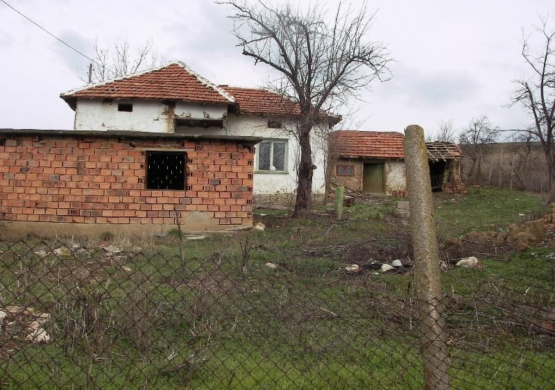 Property house in lepitsa pleven bulgaria very cheap for Extremely cheap houses